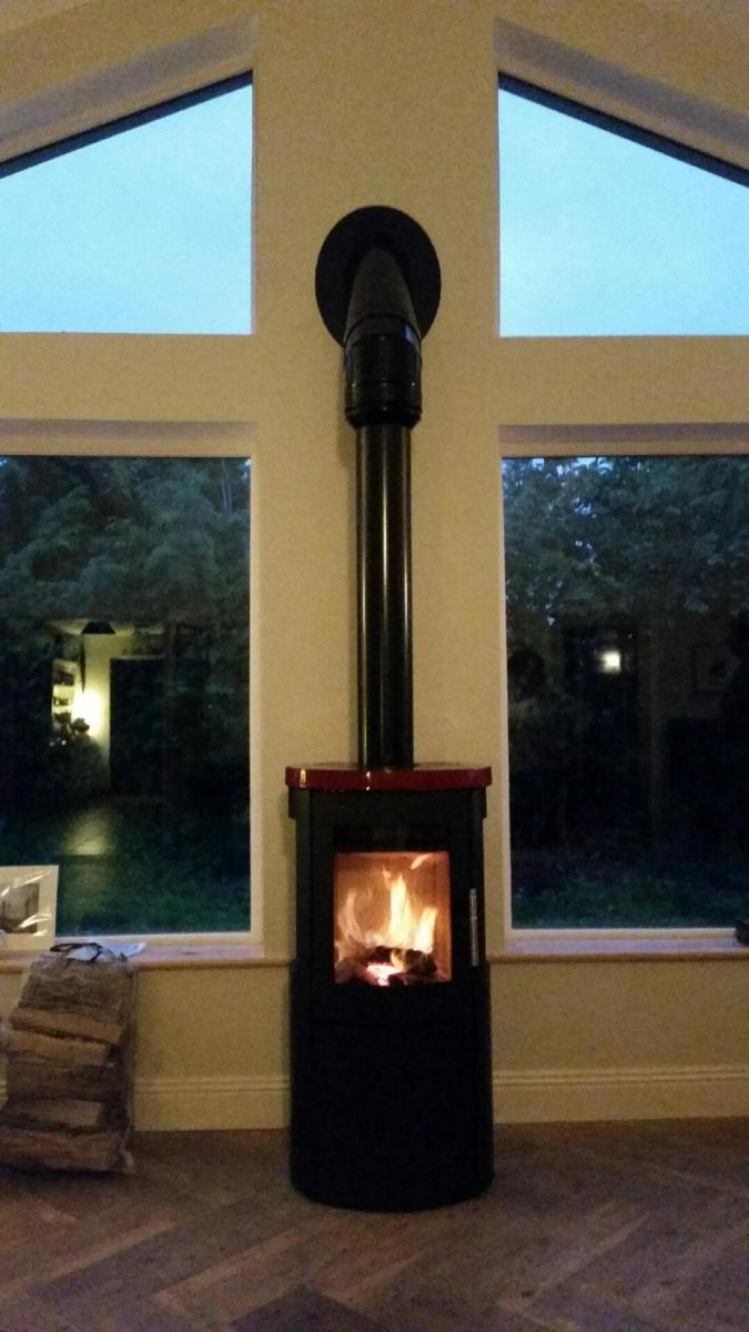Heta 800 with side windows and red ceramic top. Check out the black external flue below.