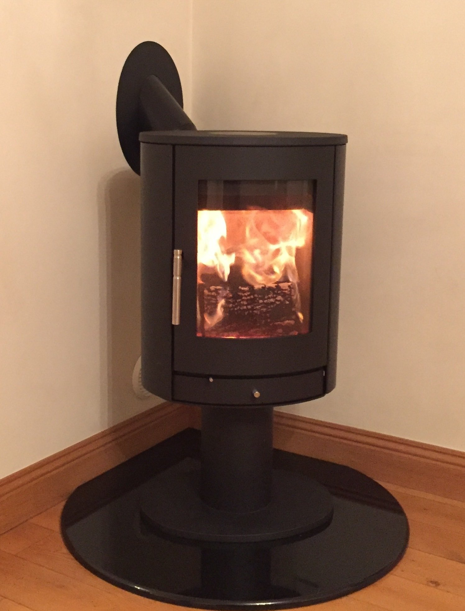 Heta Scan-line 850 Pedestal 2 - 8kw. Danish quality and style