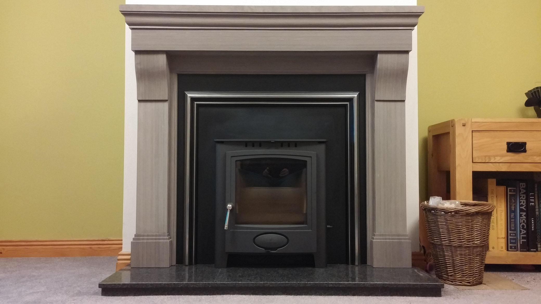 Aarrow 7 Inset in Cabra Sienna Stove fireplace & Aspen plate
