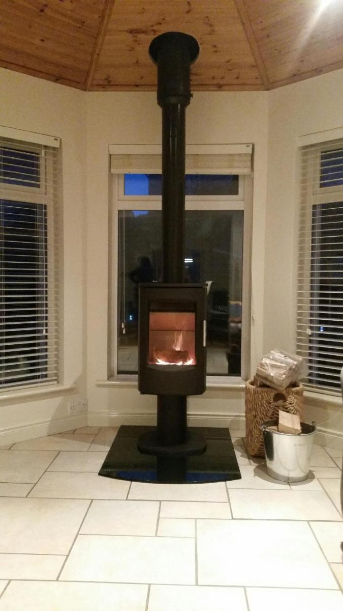 Contemporary Heta 7D 6kw stove on smoked glass hearth