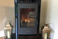 Lincar Perla pellet stove on teardrop hearth